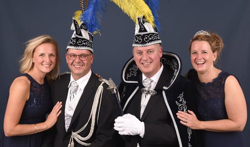 Vlnr: Hofdame Anne-Marie, adjudant Pascal, prins Frank d'n Urste en prinses Natalie     Fotonummer: 4b1648