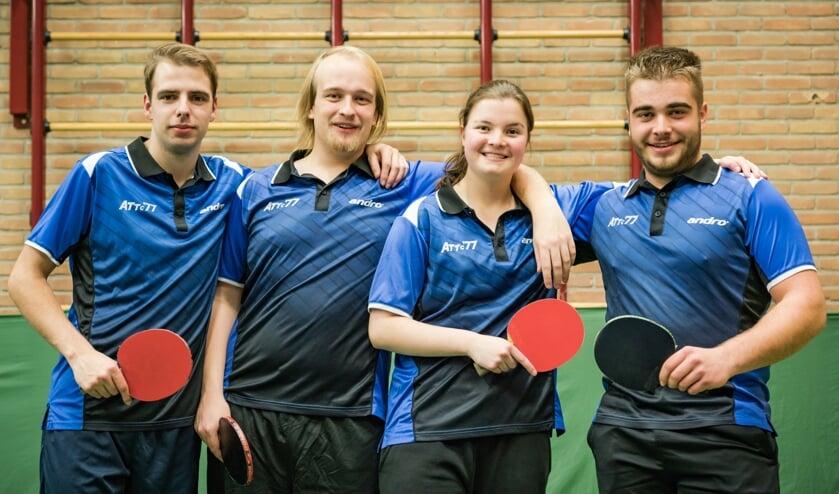De kampioenen, vlnr. Richard Doensen, Marijn van Krieken, Dorette van den Elsen, Juul Verbeeten   | Fotonummer: 2a879e