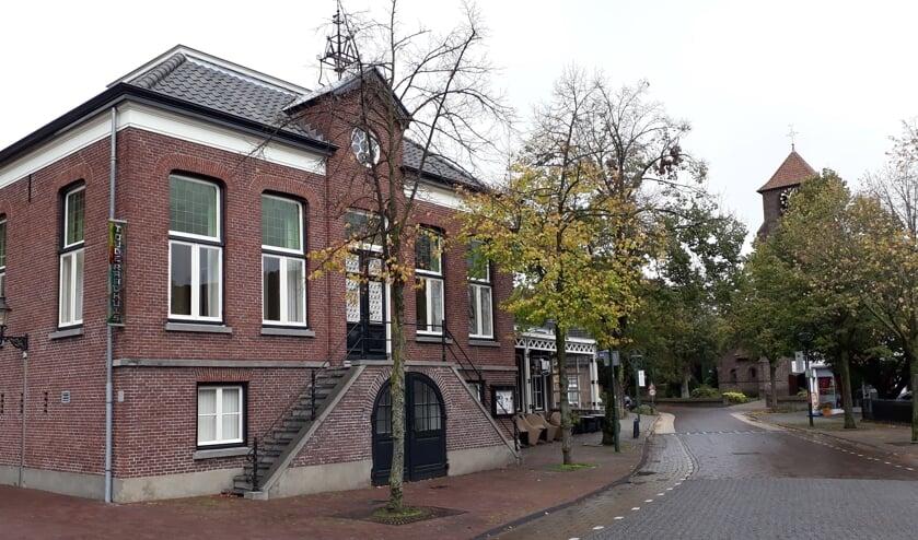 't Oude Raadhuis, één van de markante gebouwen langs de route   | Fotonummer: 53f7c3