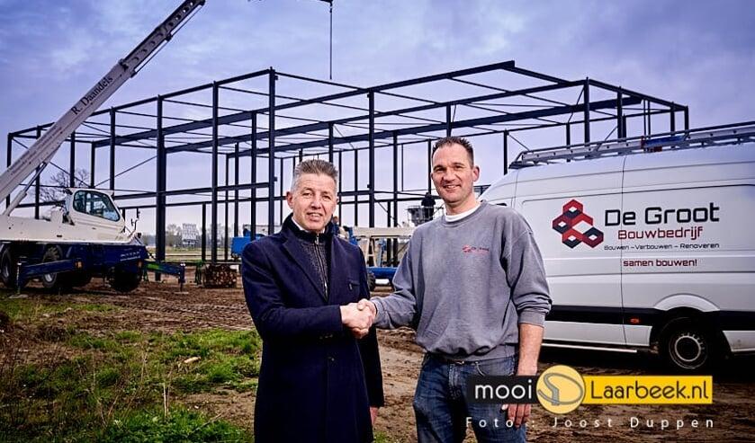 Wethouder Meulensteen (l) en Terry de Groot (De Groot Bouwbedrijf)   | Fotonummer: c2169b