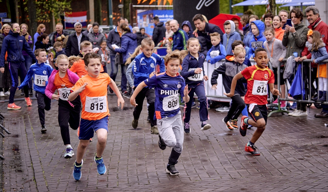 Archieffoto van de Kings&Queens Run, waaraan jong en oud kunnen deelnemen