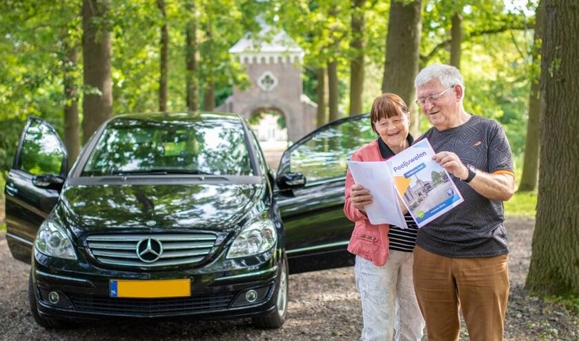 Redacteur Jac Babin op pad met zijn vrouw. De route leidt o.a. langs Landgoed Eyckenlust   | Fotonummer: 092f09