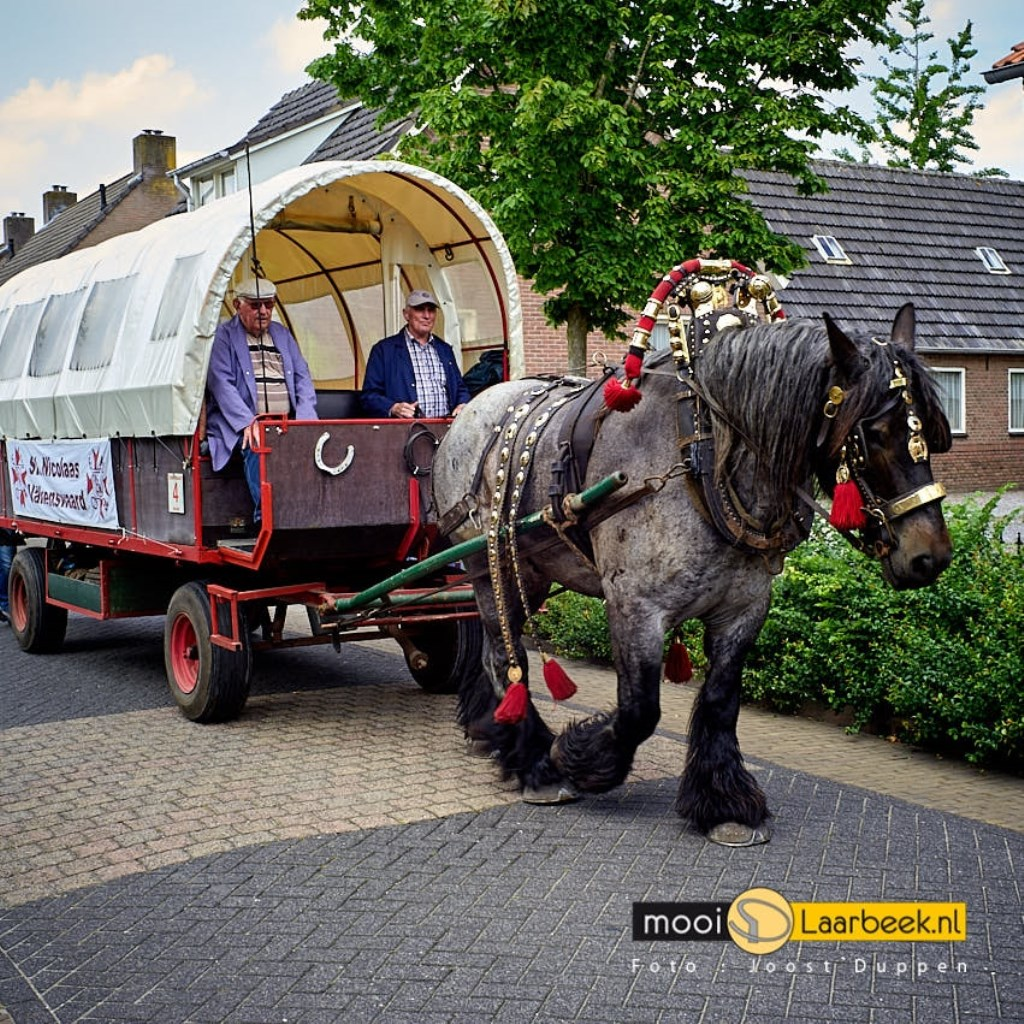 de processie vanuit valkenswaard naar handel heeft in Lieshout een rustplaats. Joost Duppen de Fotograaf © deMooiLaarbeekkrant