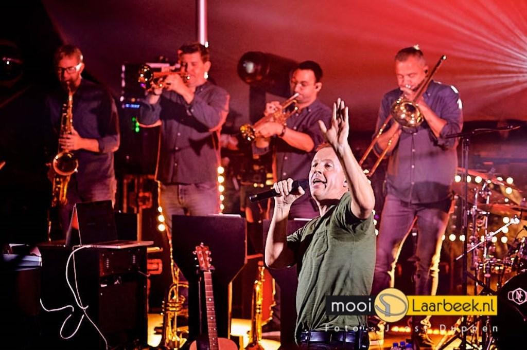 In het Openluchttheater van Mariahout vond het concert van de Edwin Evers Band plaats Foto: Joost Duppen © deMooiLaarbeekkrant