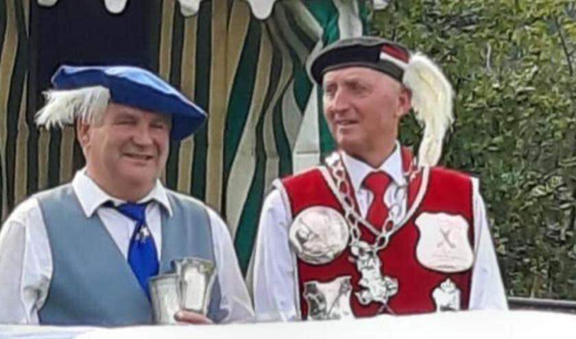 Gerard Maas, winnaar Bavariabeker en Toon Thijssen, koning st. Margaretha Gilde     Fotonummer: fca361