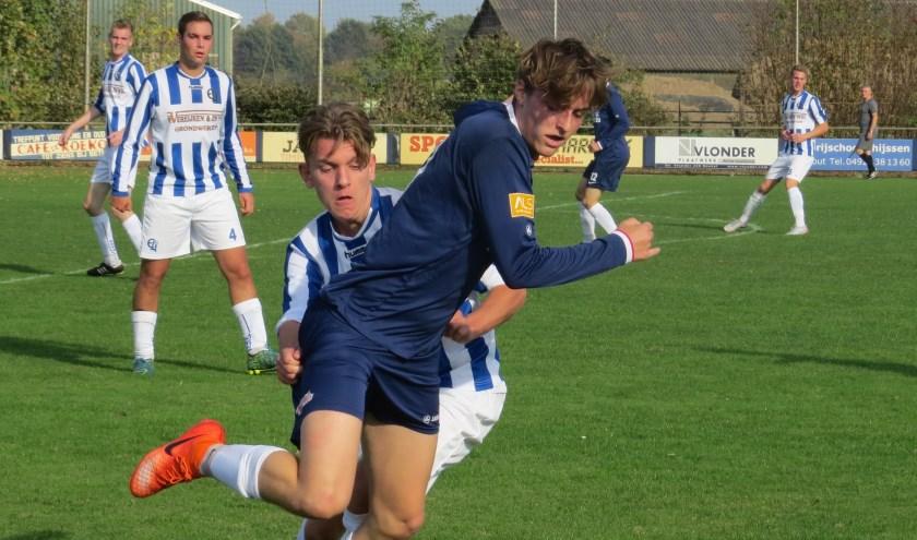 Een duel om de bal in de thuiswedstrijd van vorig seizoen tegen Stiphout Vooruit    | Fotonummer: d375c3