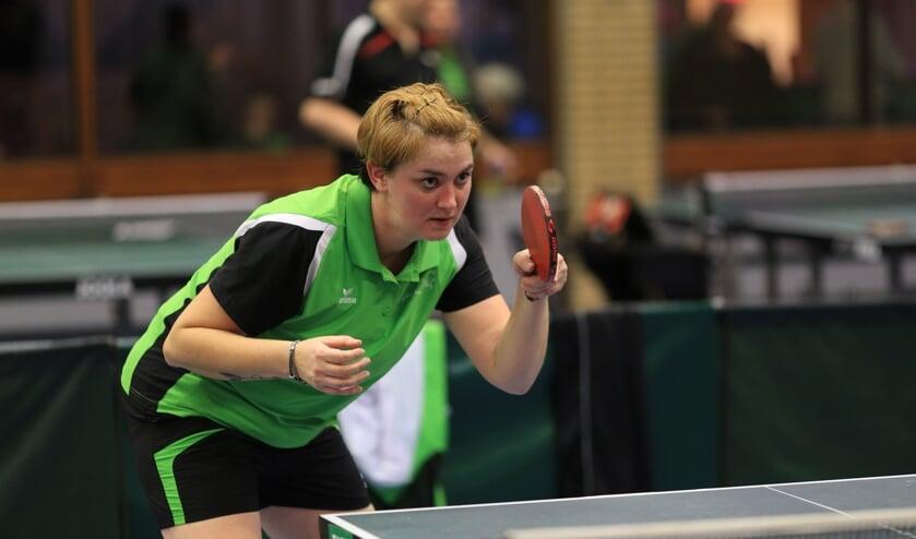 Rowena de Haas debuteert in het eerste team   | Fotonummer: 8fd960