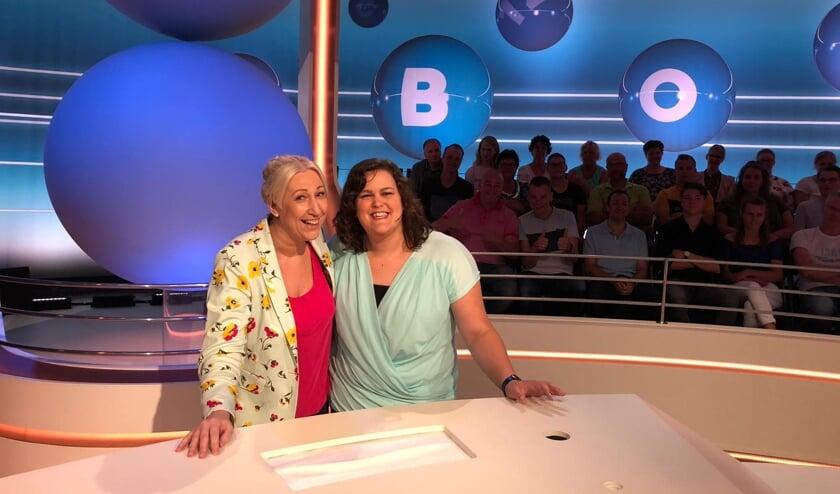Janine (l) en Dianne (r) uit Beek en Donk komen op televisie bij LINGO   | Fotonummer: 8f08b7