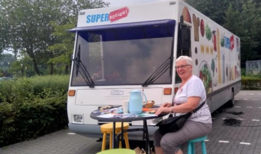Taalambassadeur en vrijwilligster Ria van Ras bij Super Sociaal in Beek en Donk.    | Fotonummer: 45891f