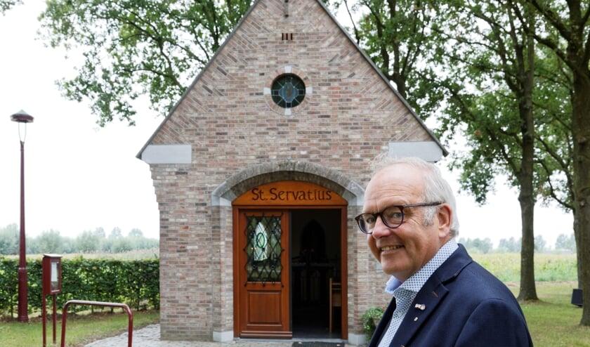 Louis Doomernik bij de Servatiuskapel in Lieshout     Fotonummer: 3cab74