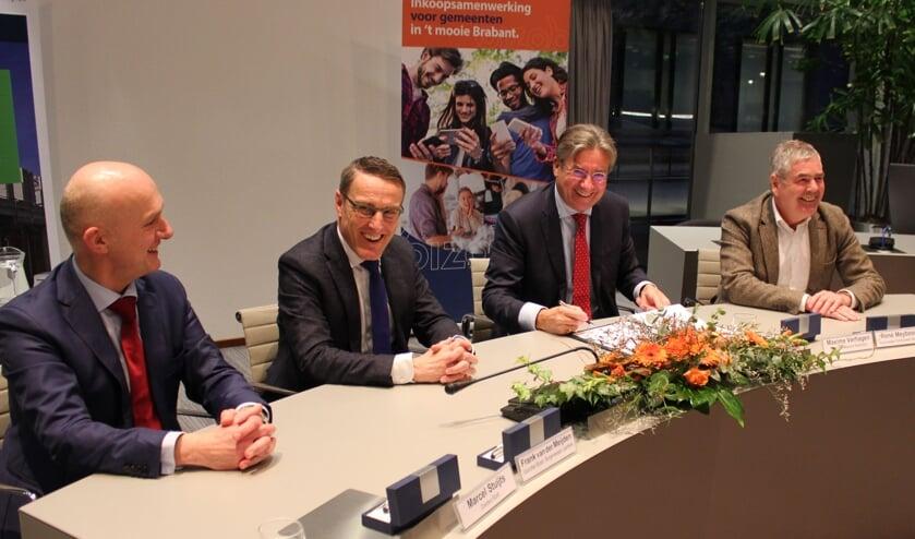 Ondertekening van de intentieverklaring, vlnr: Marcel Stuijts (directeur Bizob), Frank van der Meijden (voorzitter Bizob), Maxime Verhagen (voorzitter Bouwend Nederland) en René Meyboom (regiomanager zuid Bouwend Nederland)   | Fotonummer: acdcf0