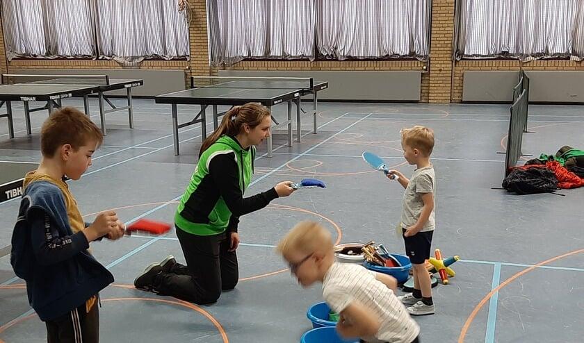 Eva Verrijt geeft Table Stars training aan kinderen basisscholen Laarbeek     Fotonummer: f92ba2