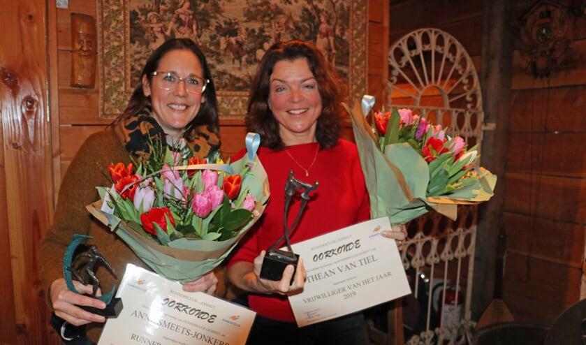 Runner van het jaar Anne Smeets (l) en vrijwilliger Thean van Tiel (r)   | Fotonummer: 07be3c