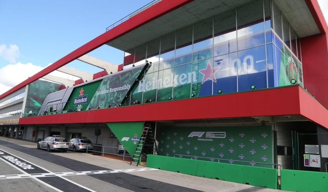 <p>Het podium van CREATE werd maar liefst 40 meter breed en 5 meter hoog</p>