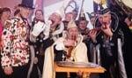 Sleutel overgedragen aan Laarbeekse carnavalsprinsen; carnaval kan nu écht beginnen