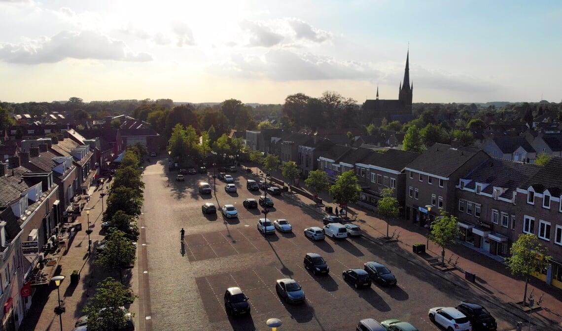<p>Luchtfoto van het Piet van Thielplein in Beek en Donk</p>