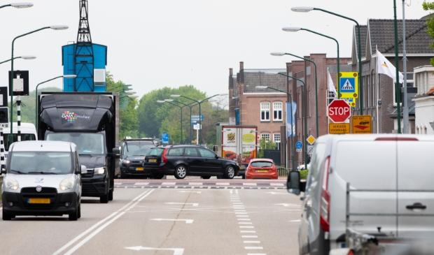De Bosscheweg richting de Donkse brug. Verkeersdrukte bij de kruising Foto: Mark Barten © deMooiLaarbeekkrant