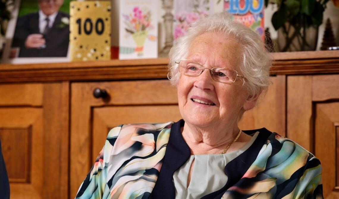 <p>Mevrouw Biemans is 100 jaar geworden.</p>