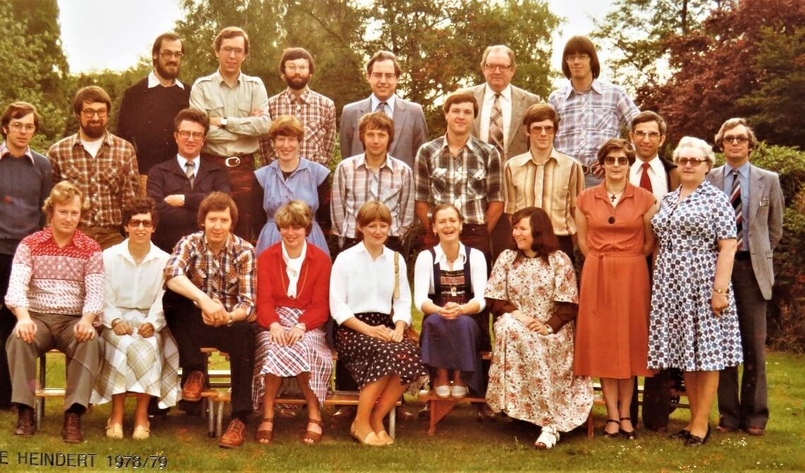 Het gezamenlijk onderwijzend personeel van basisschool De Heindert en basisschool Brukelum 1978.