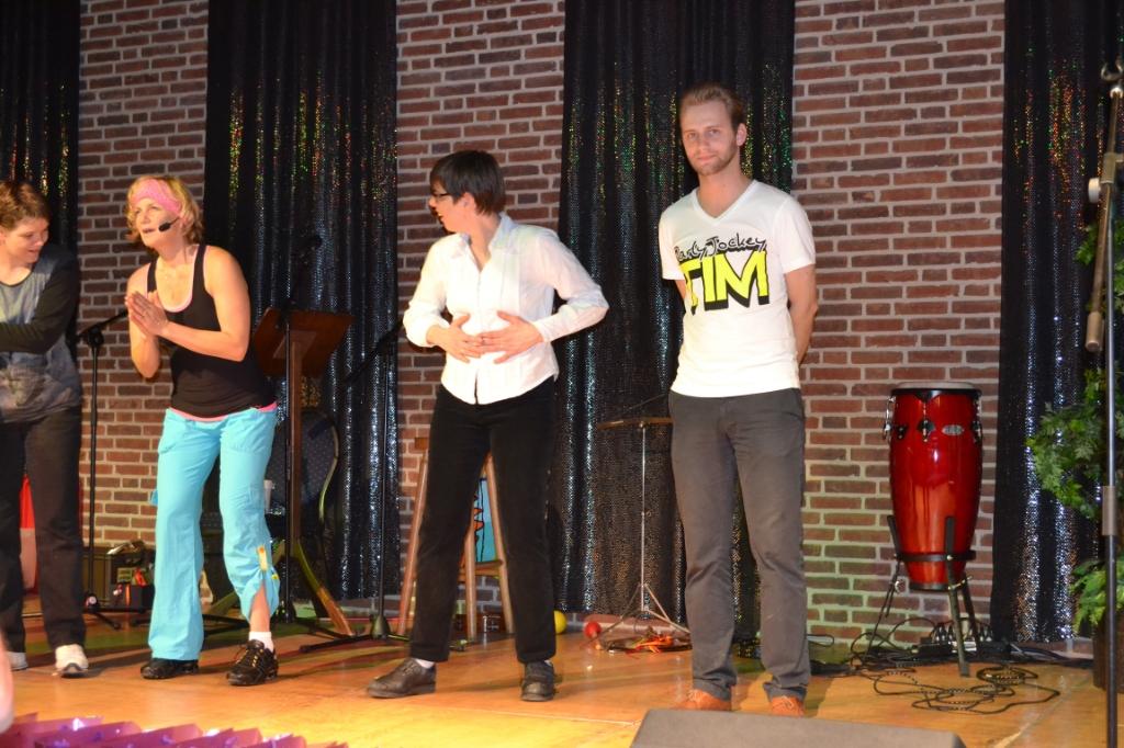 Tim Frenken (r) tijdens 'Muziekfeest voor mensen met een beperking' in 2013 Foto:  © deMooiLaarbeekkrant