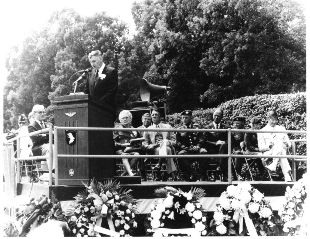 Thieu houdt een toespraak op Arlington. Foto:  © deMooiLaarbeekkrant