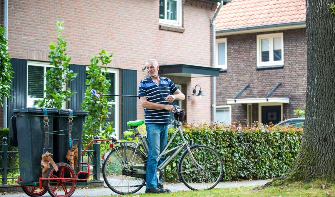 <p>Jan van de Berg met zijn afvalfiets</p>