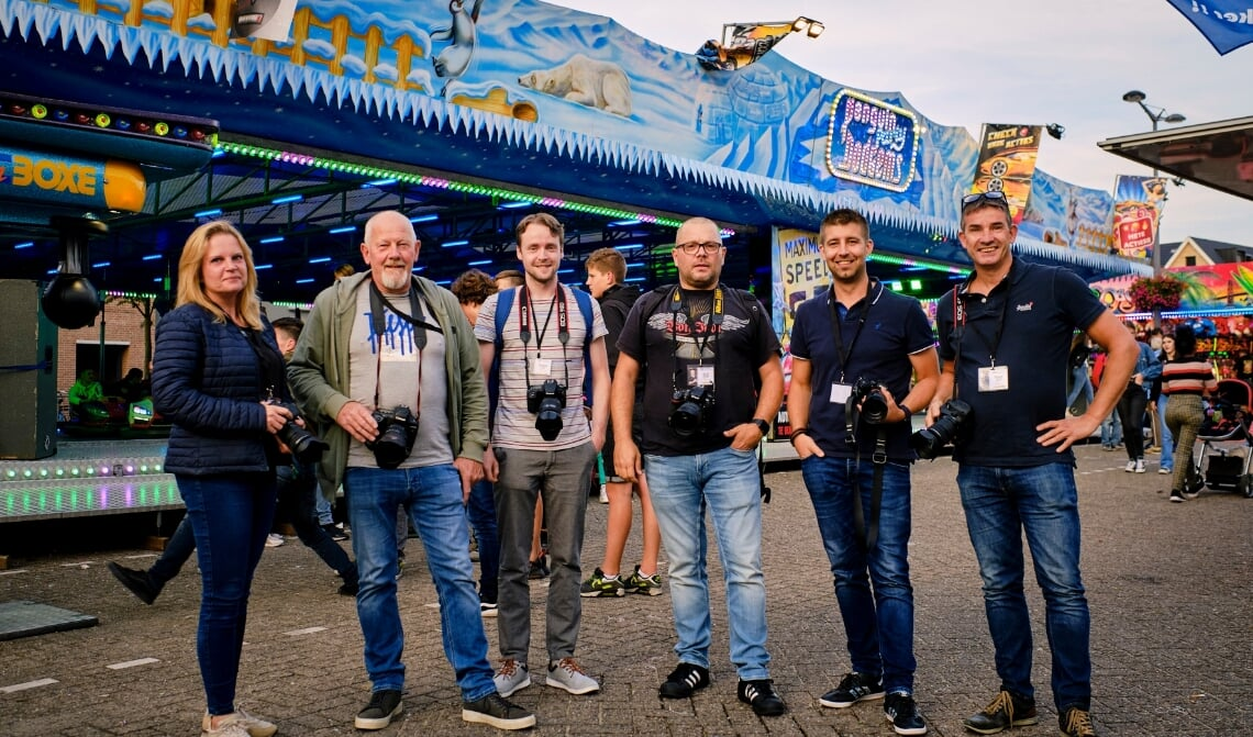 De zes overgebleven kandidaten van Het Perfecte Plaatje Laarbeek, vlnr: Debbie Kweens, Peter van den Broek, Jeroen Segers, Olaf Kerkhof, Rob van Kaathoven en Frans Beniers