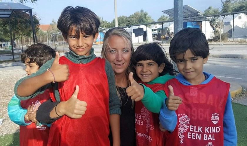 Jolijn van der Laaken helpt vluchtelingen in Lesbos. | Foto: pr.