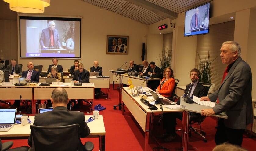 Louis Eggen, voorzitter van de VVE van Karpers en Forellen in de Merenwijk, wil goede afspraken om overlast van de nieuwe skeelerbaan te voorkomen. | Foto: Nico Kuyt