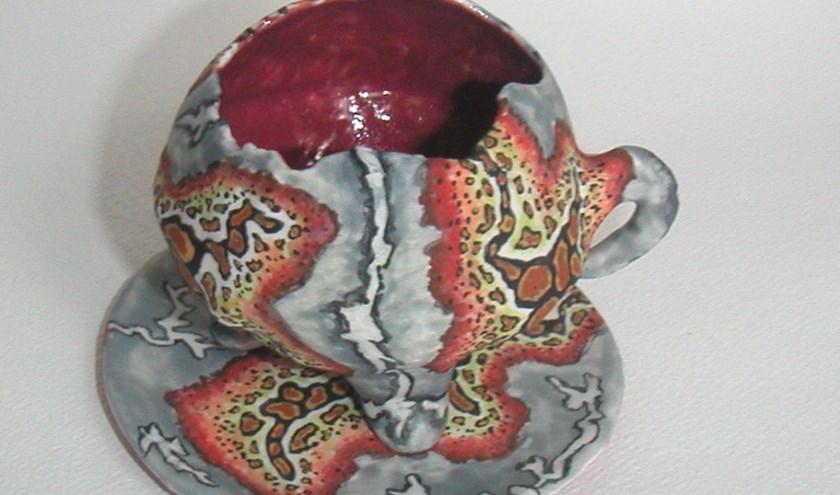 Wiepko Terpstra werkt sinds zestienjaar met keramiek. Hij exposeert in Het Oude Raadhuis. | Foto: pr.