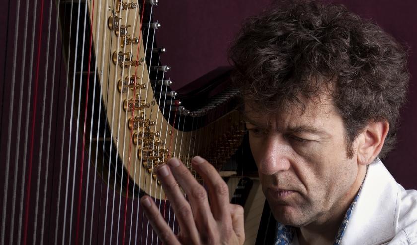 Marco Hilgeman op harp.