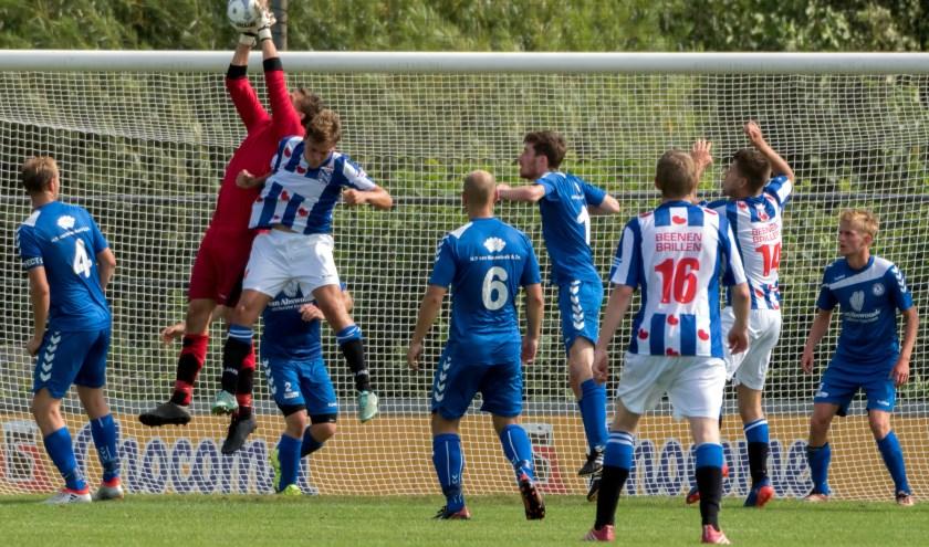 SJC kwam in de slotfase toch nog in het nauw. Keeper Schelvis wist op tijd in te grijpen. | Foto: Johanna Wever