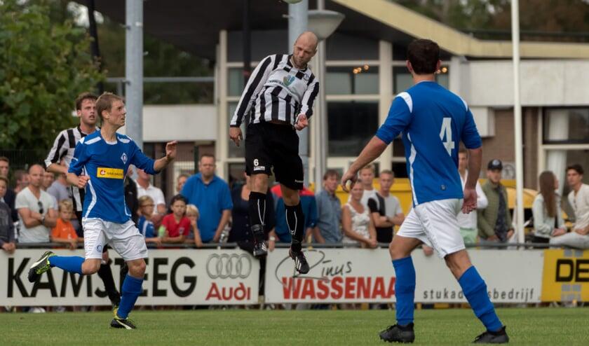 Raymond van Heijningen van SJC aan de bal.   Foto: Johanna Wever