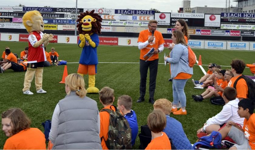 Sportwethouder Gerben van Duin opende de sportdag van Friends United op het sportpark aan de Duinwetering. | Foto: Joke van der Zanden