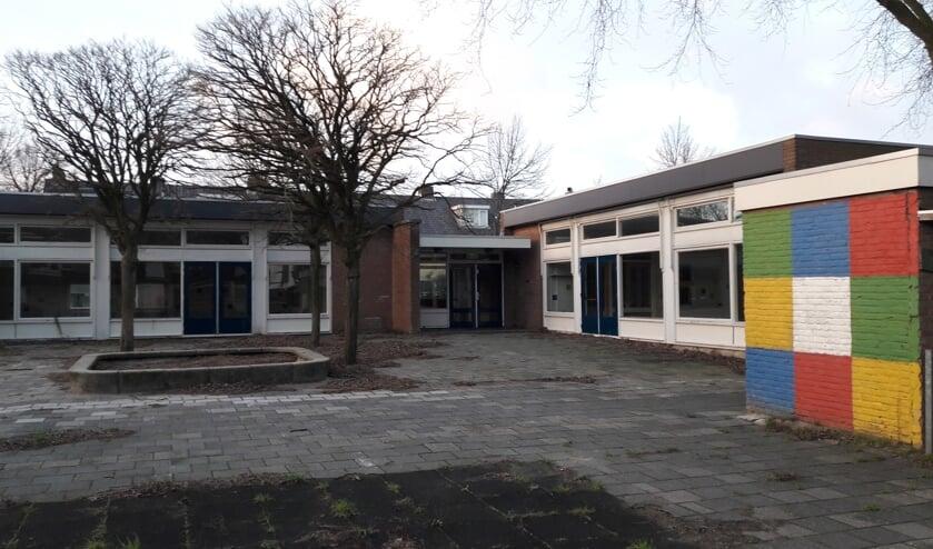 Het pand aan de Kagerdreef staat al jaren leeg en wordt door de gemeente verkocht aan de Stichting Oud Sassenheim. | Foto: MV