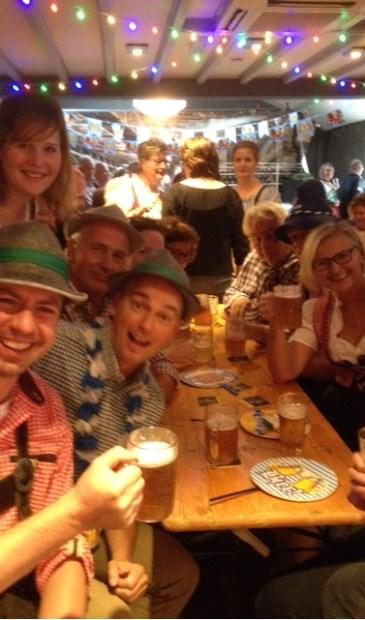 Het bier vloeit, de 'schlagers' schallen door de ruimte; Oktoberfest in optima forma. | Foto: pr.