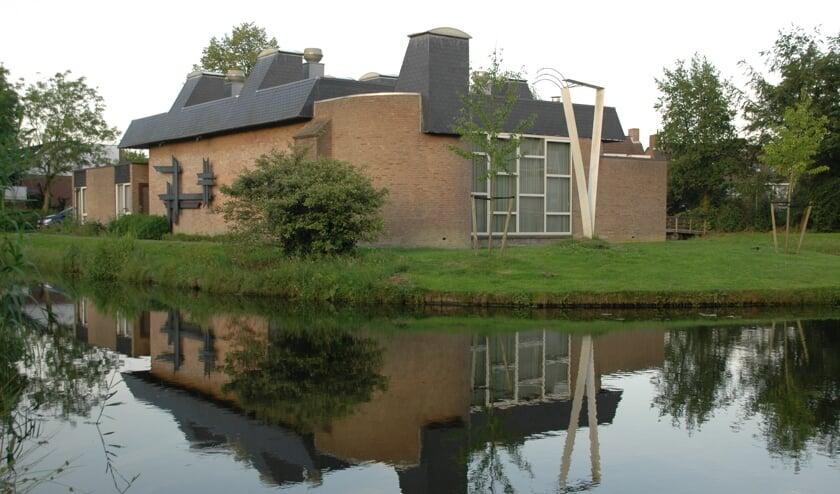 Het voormalige kerkgebouw van de Menswording op de hoek van het Heelblaadjespad en de Gallaslaan. | Archieffoto