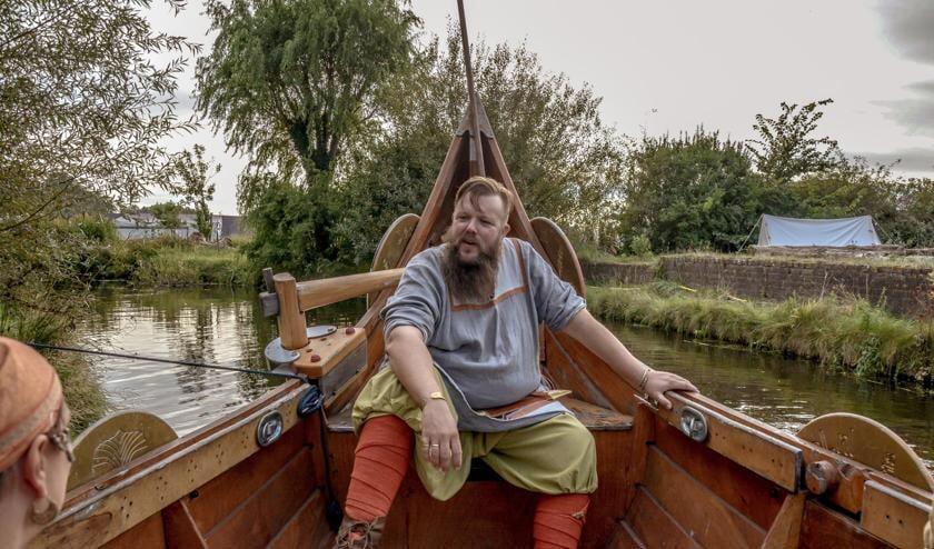 Jarl Ragnar Haldorson in de vikingboot Fenrir. | Foto: pr.