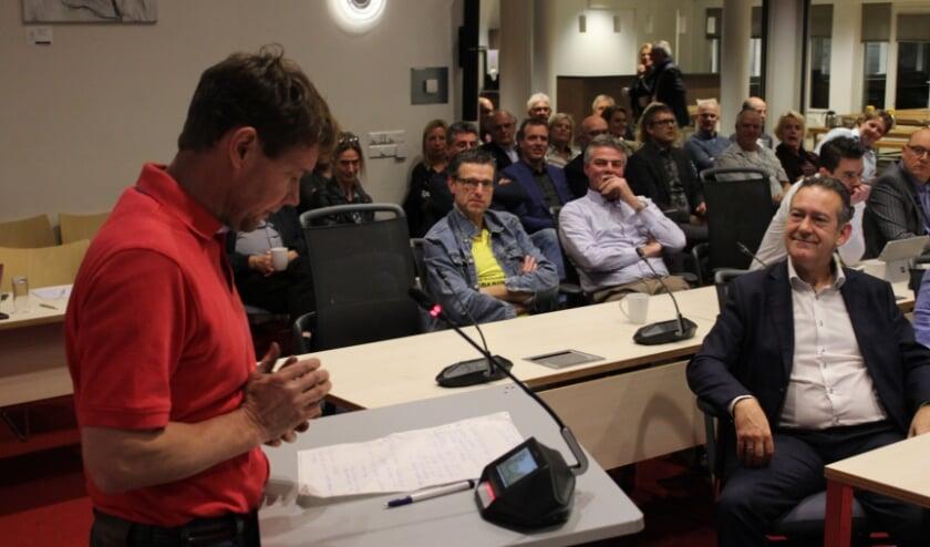 Al eerder sprak agrariër en voormalig raadslid Van der Valk uit vanaf het spreekgestoelte zijn tegenstand tegen de huidige opzet van het Ondernemersfonds. | Foto: archief/Nico Kuyt