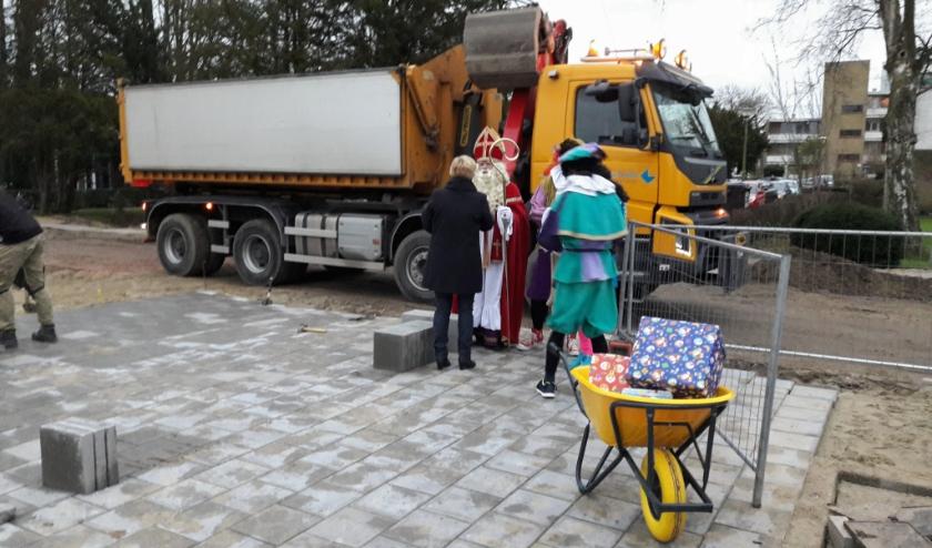 In 2018 kwam Sinterklaas met de zandwagen aan bij basisschool De Rank in Sassenheim. Dit jaar zullen bij de bezoeken geen zwart geschminkte Pieten meer zijn.