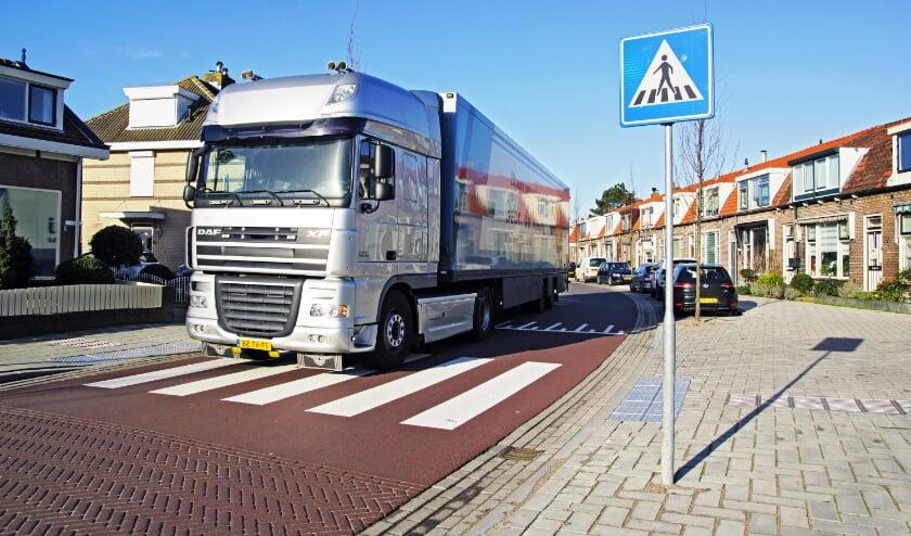 <p>De gemeente gaat onderzoeken of vrachtwagens geweerd kunnen worden uit de Brouwerstraat. | Foto: CvdS</p>