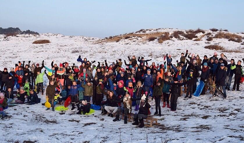 De schoolkinderen van de Hofenneschool konden hun plezier niet op. Ze mochten gymmen in de sneeuw.   Foto: PR