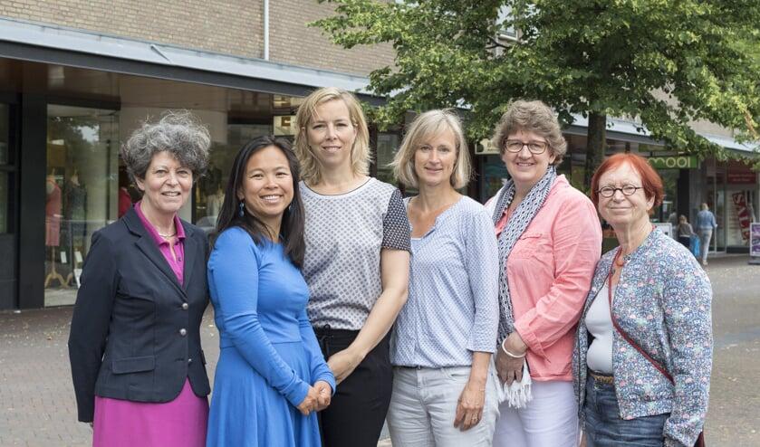 Margriet Lugt, Christine Seckel-Chia, Eefje Rabelink, Ienske Meindertsma, Emma Scheeren en Jetteke Bolten-Rempt. | Foto: Titus Tischer