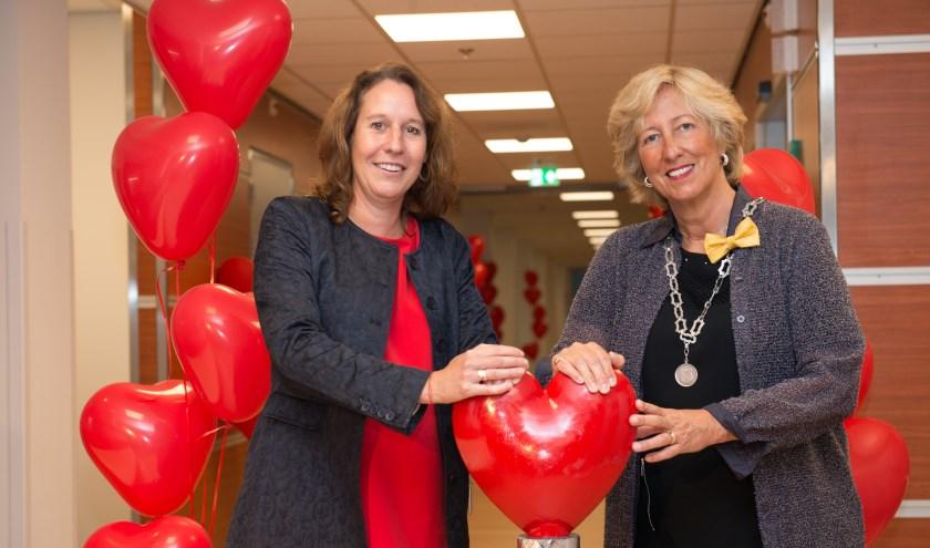Burgemeester Laila Driessen en Marja Ho-Dac openen het CCU-Complex in het Alrijne Ziekenhuis locatie Leiderdorp.