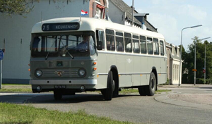 De oude NZH bus rijdt op zondag weer voor even door Sassenheim. | Foto: pr.