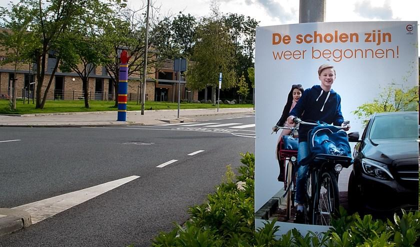 Ook langs de Vronkenlaan staan posterborden die automobilisten oproepen extra te letten op scholieren in het verkeer.