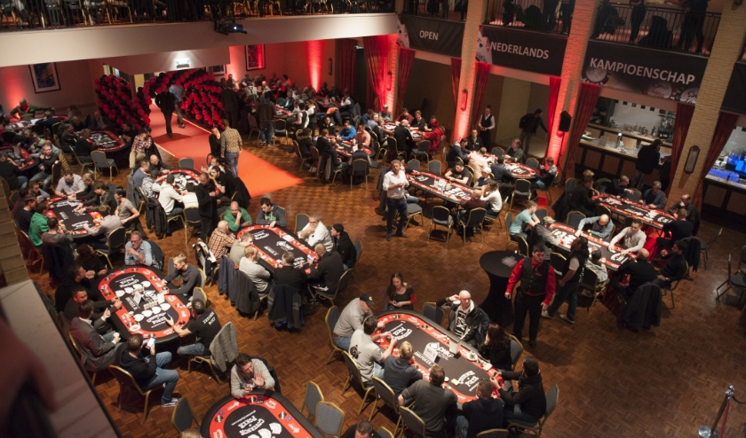 Het Open Nederlands Kampioenschap Poker in betere tijden, toen de horeca nog open was.