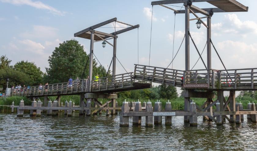 Op Koudenhoorn was het tijdens Hemelvaart erg druk. De gemeente plaatst als proef cirkels in het gras, zodat bezoekers afstand houden. Ook wordt een beperkt aantal bezoekers toegelaten.