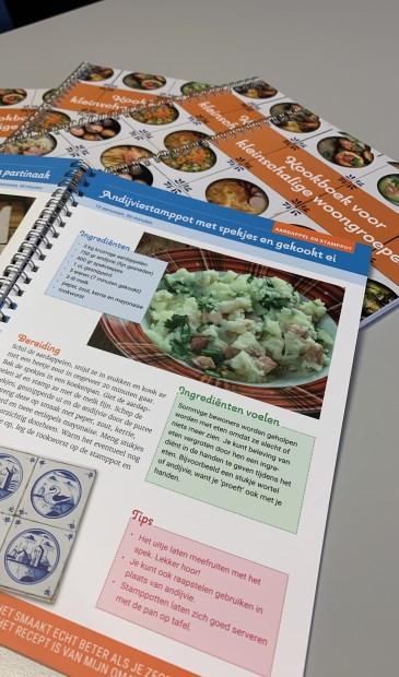 Het kookboek dat Marente heeft uitgebracht bevat recepten die in de ouderenzorg worden gebruikt.