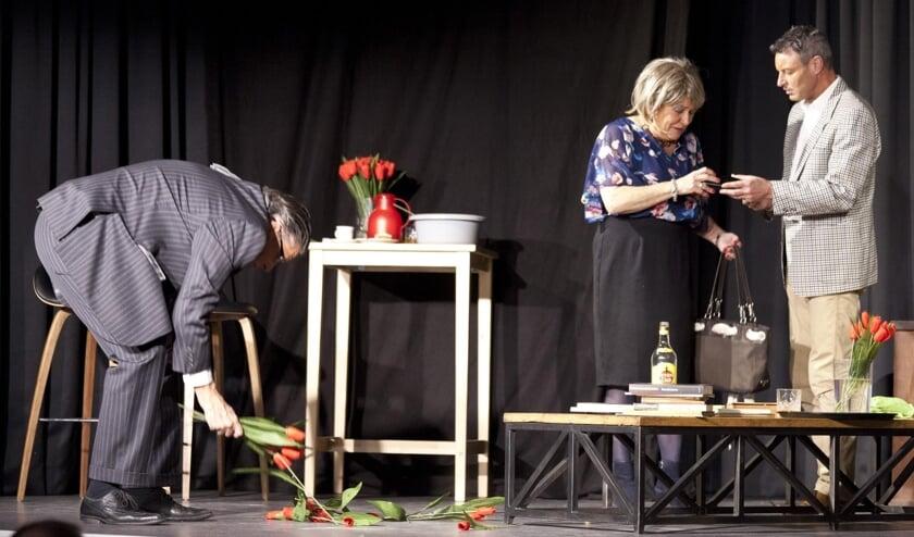 Toneelvereniging Cultuur Verheft speelt een voorstelling.